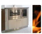 Cucina a legna con scarico fumi laterale e piano cottura in vetroceramica, San Daniele (UD).