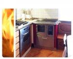 Cucina a legna installata a Majano (UD) con intubamento canna fumaria e kit presa d'aria diretta.