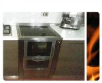Cucina a legna con forno e piano in vetroceramica e allacciamento fumi posteriore, Carpacco (UD).